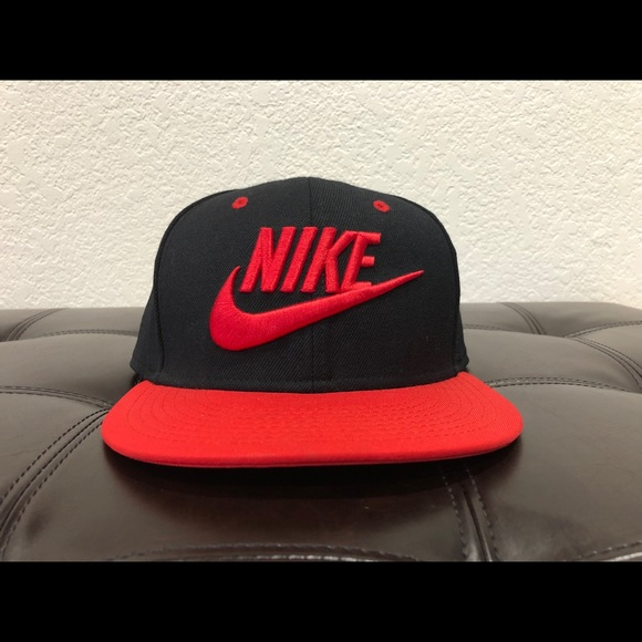 Nike Other - Nike black and red snapback hat